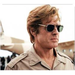 Robert Redford dans Spy Game avec ses Original Pilot AO